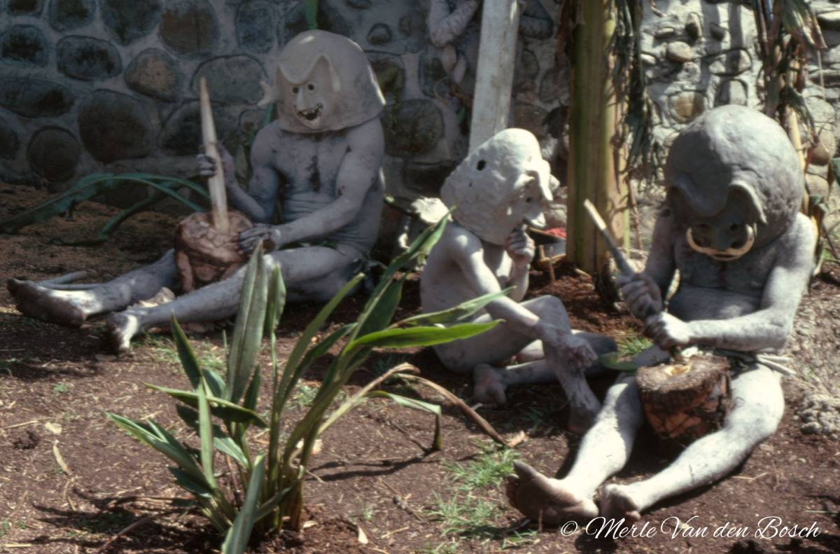 3 Mudmen sitting